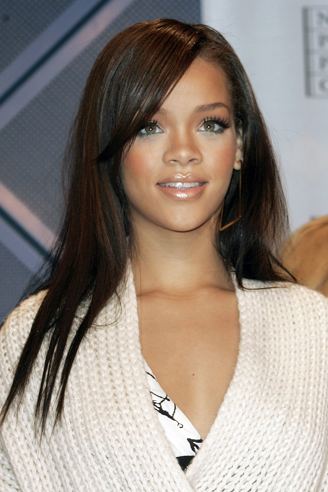 Rihanna Hairstyle 2005 Salon Price Lady